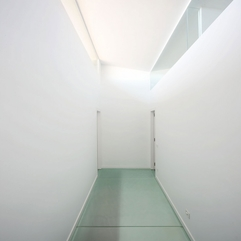 Architecture Neutral White Narrow Walkway With White Wall Style - Karbonix