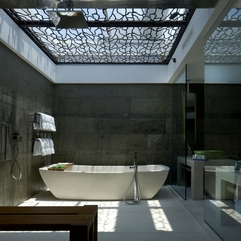 Bathroom With Stone Wall Open Roof - Karbonix
