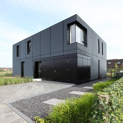 Black Boxes Comfortable And Elegant Modern House Design - Karbonix