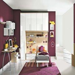 Calm Maroon Wall Decor Kids Bedroom - Karbonix