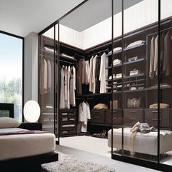Closet With Sliding Glass Door Transparent Walk - Karbonix