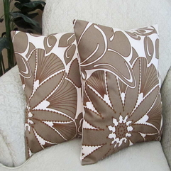 Couches With Flower Pattern Decorative Pillows - Karbonix