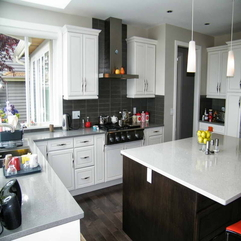 Dark Floors And White Table Kitchens - Karbonix