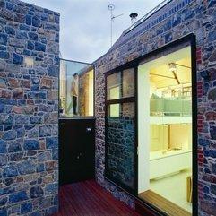 La Concha With Unique Doors House Design - Karbonix