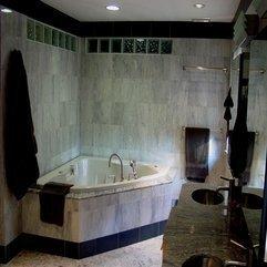 Marvelous Custom Glass Bathtub With Unique Models And Cool Chrome - Karbonix