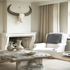 Neutral Living With Antique Fireplace Interior Antlers - Karbonix