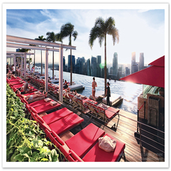 On Infinity Pool Design Red Accent - Karbonix