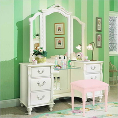 Organizing The Makeup Vanities With Green Wall How - Karbonix