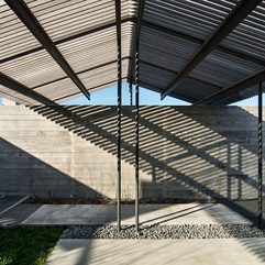 Pillars Under Sloping Roof Top Small Black - Karbonix