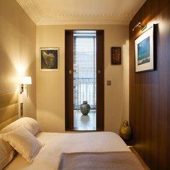 Pottery Inside Wooden Sliding Door In Bedroom Grey - Karbonix