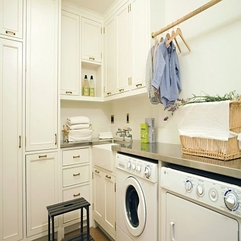 Room With Vertical Storage Solutions White Laundry - Karbonix