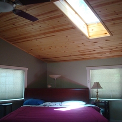 Skylight Bedroom Peaked Ceiling - Karbonix